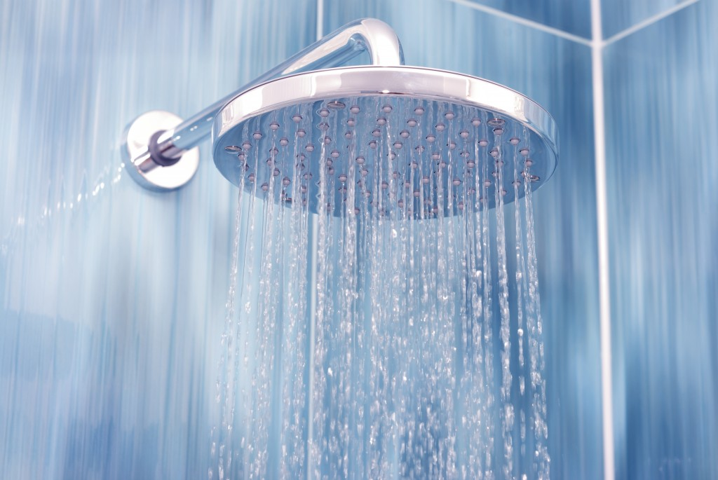 Head shower with running water